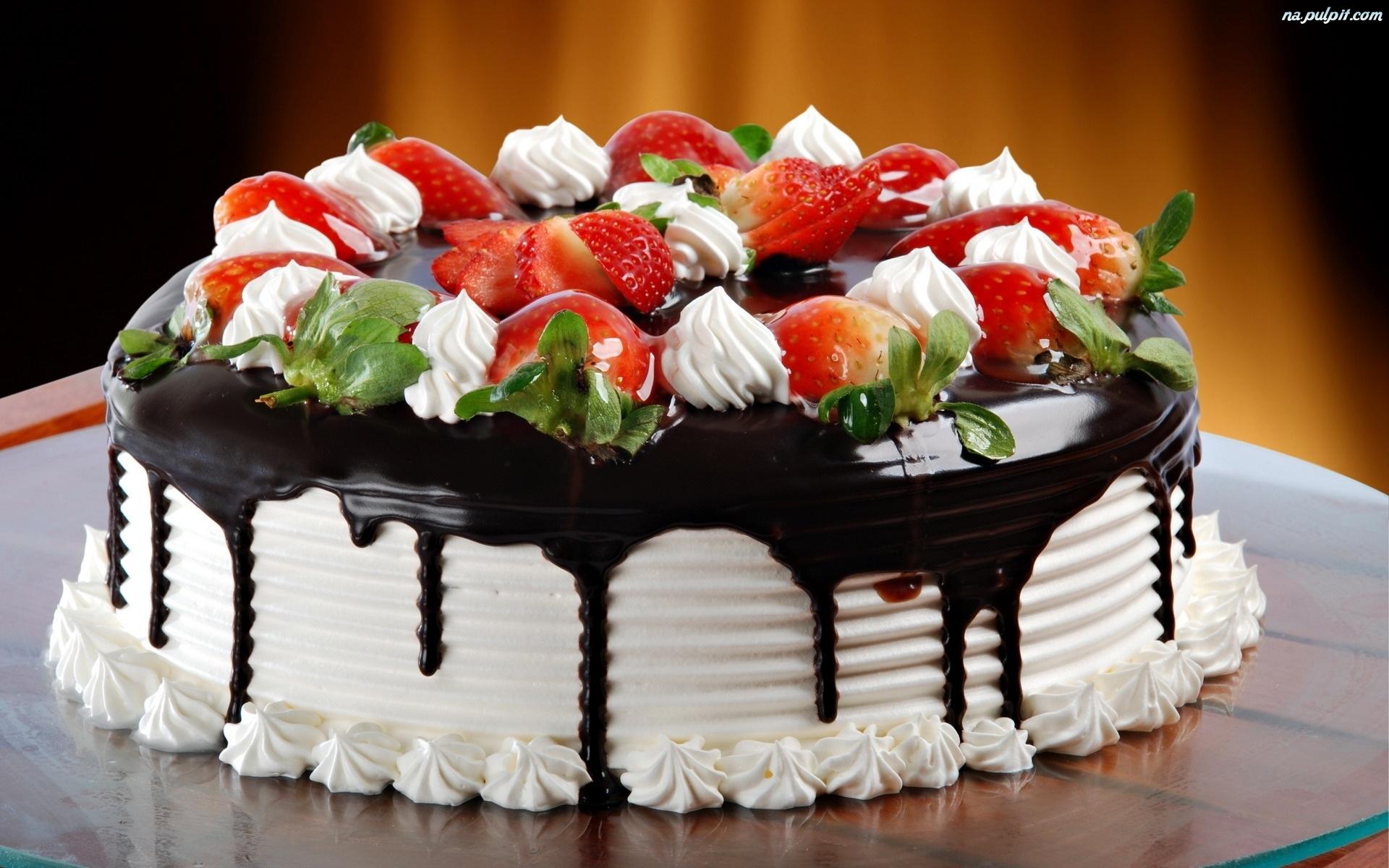 [Obrazek: czekoladowa-tort-truskawki-polewa.jpeg]